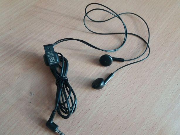 Новые наушники Nokia.+ Кожаный чехол к мобильному телефону Siemens.