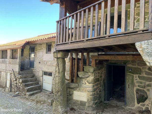 Duas Casas em pedra na zona Gerês em fase final de acabamentos