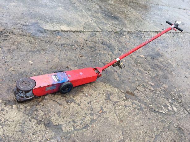 Podnosnik żaba pneumatyczno-hydrauliczny