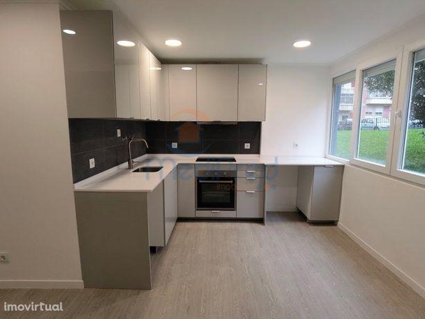 Apartamento T2 em Remodelação Total, na Urb. Quinta Nova
