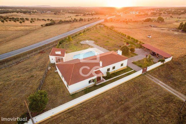 Quinta com 6250 m2, moradia T7, piscina e jardim | Vimieiro