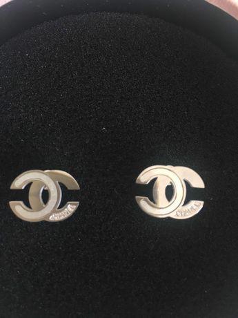 Brincos estilo Chanel