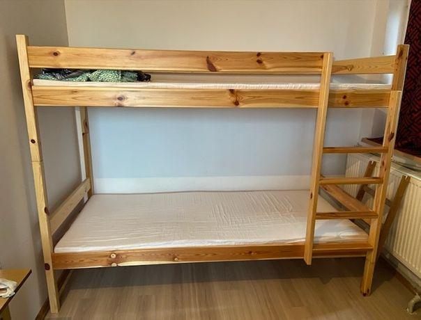 Łóżka piętrowe z materacami