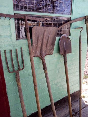 Продам садовый инвентарь. Лопата,сапа,грабли,вилы.