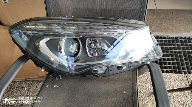 farol direito bi-xenon led DIRECIONAL ILS Mercedes CLA W117