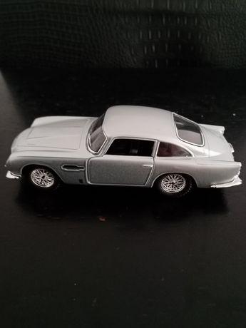 Carro Aston Martin 1963 novo. 13 cm.