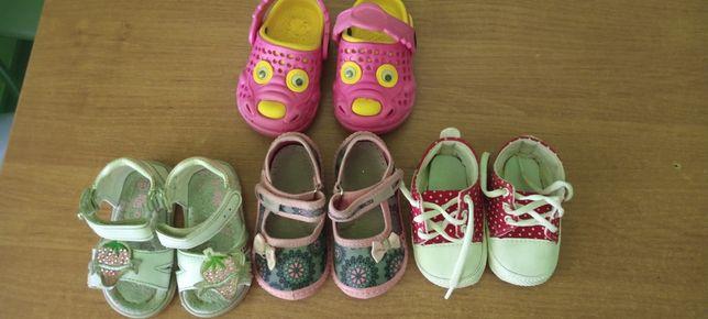 Продам недорого обувь для малышки