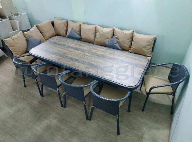 Мебель плетёная из искусственного ротанга.