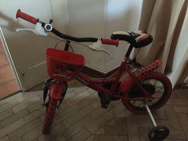 Bicicleta Ladybug 4/7 anos. Muito gira.