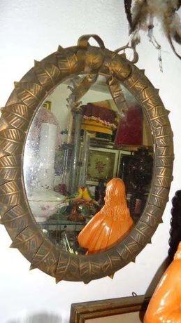 Espelho em Folha de Flandres Com cerca de 50 cm de altura