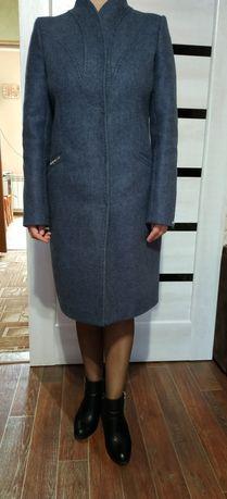 Дуже гарне жіноче пальто