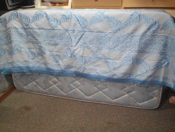 Colcha com folhas azuis em seda nunca usada 230x200