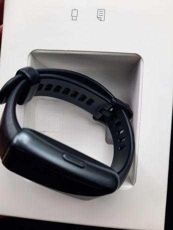 Продам смарт часы Huawei Watch Band 6