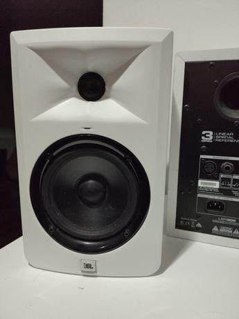 Monitores JBL LSR305