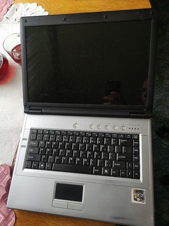 Uszkodzony laptop na części