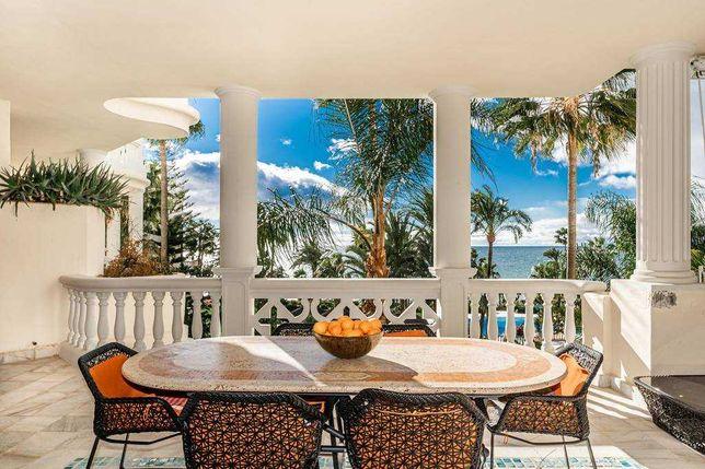 Роскошные апартаменты на первой линии моря в Эстепоне