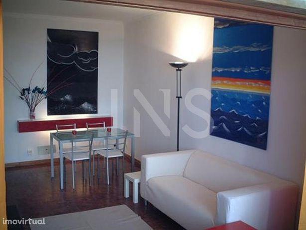 Apartamento T1 sem móveis para arrendamento na Figueirinh...