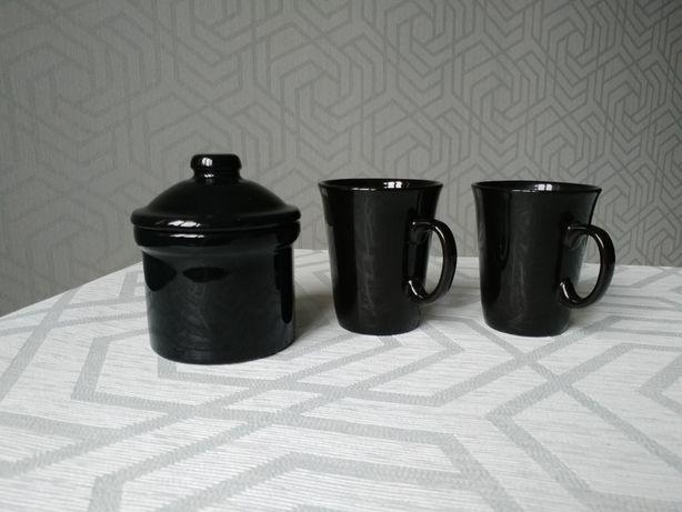 Черная посуда, 2 чашки и сахарница