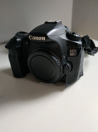 Canon EOS 60D + 2 baterie + możliwość kupienia obiektywów (18-135, 50)