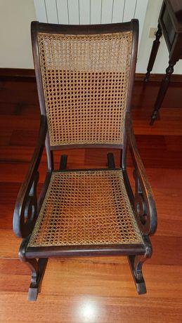 Cadeira de baloiço em palha