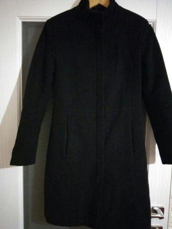 Стильное теплое черное пальто на холодную осень
