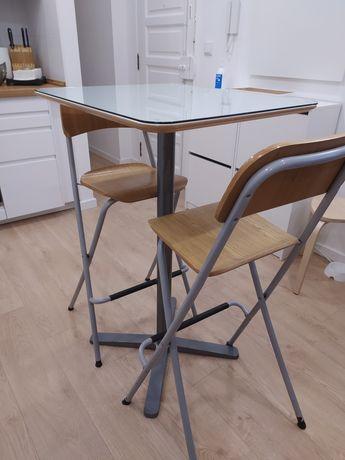 Mesa alta e 2 cadeiras