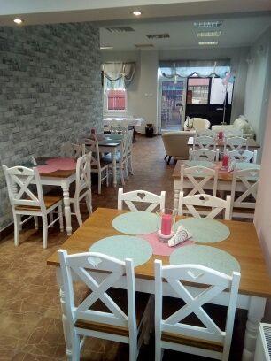 Krzesła i stoły do restauracji kawiarni agroturystyki itp