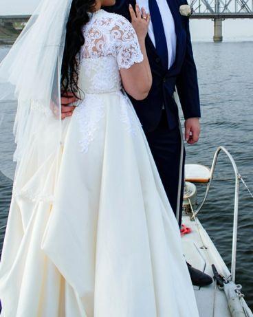 Весільна сукня атласна