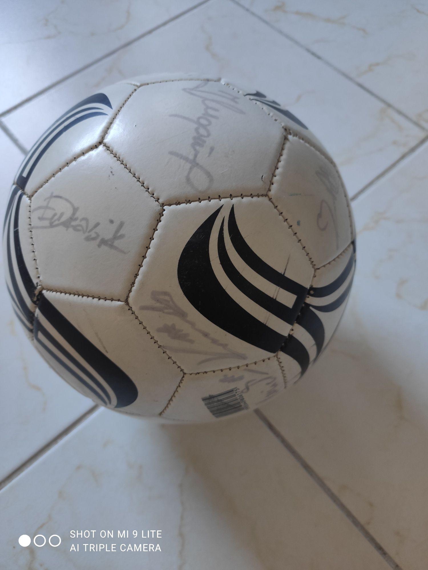Piłka z autografami Legii 2007 r.