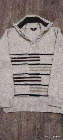 Продам   свитер    с  молнией