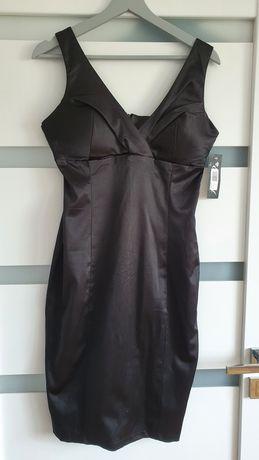 Nowa czarna sukienka na każdą okazję