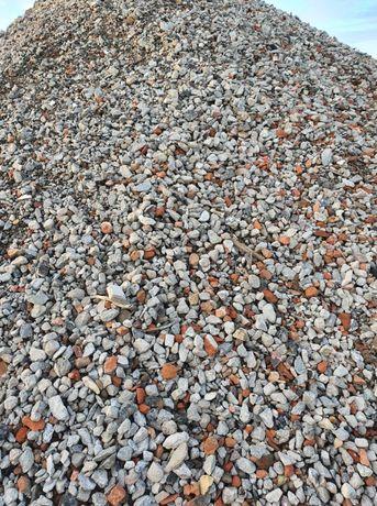 Gruz kruszony tłuczeń betonowy drobny 90% beton