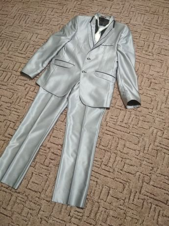 Чоловічий сірий костюм
