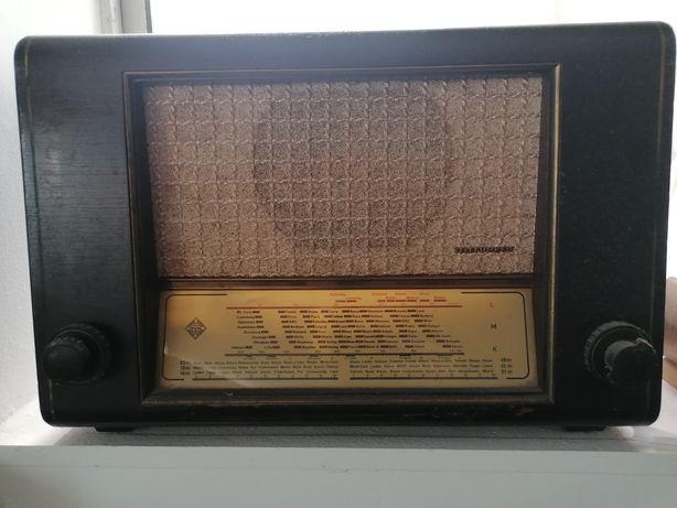 rádio de válvulas Telefunken