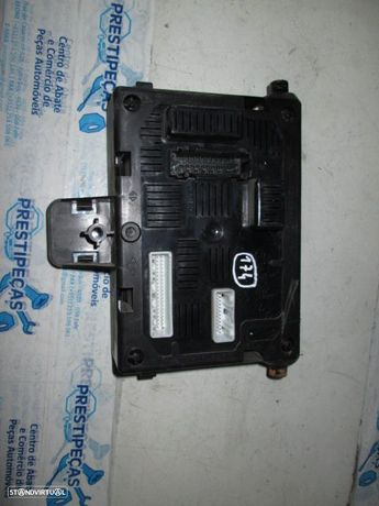 Caixa fusiveis 8200652286 RENAULT / CLIO 3 / 2006 / JOHNSON CONTROLS /