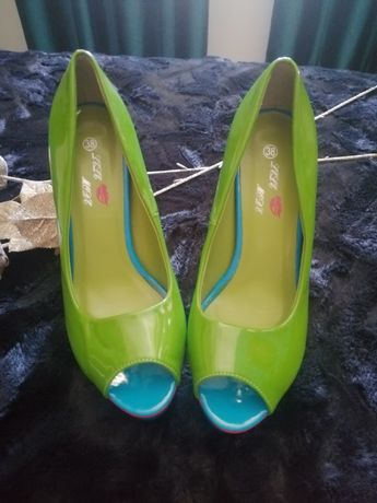 Sapatos Novos Tam 38