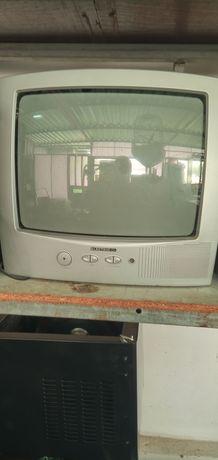 vendo televisão pequena que já não uso está a trabalhar bem