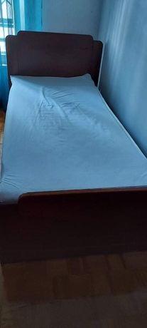 Estante e cama de solteiro
