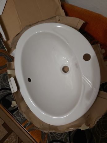 Umywalka nablatowa nie używana.
