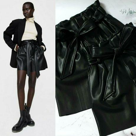 Кожанные шорты от Zara