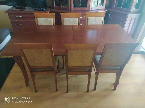 Zestaw mebli ze stołem i krzesłami