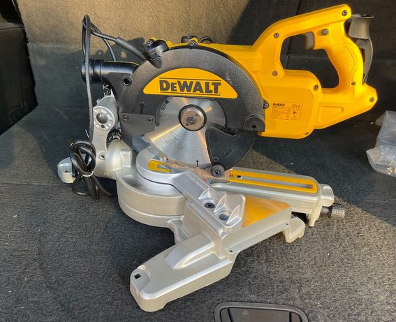 Пила торцовочная DeWALT DWS774