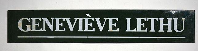 Placa publicitária Geneviéve Lethu