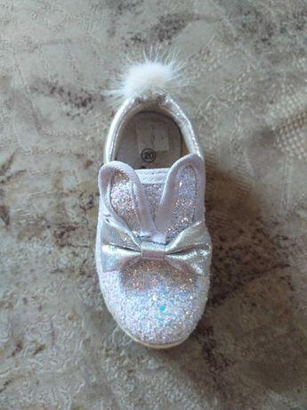 Дитяче взуття 20розмір . Підошва світиться.