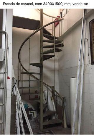 Escada em caracolem ferro