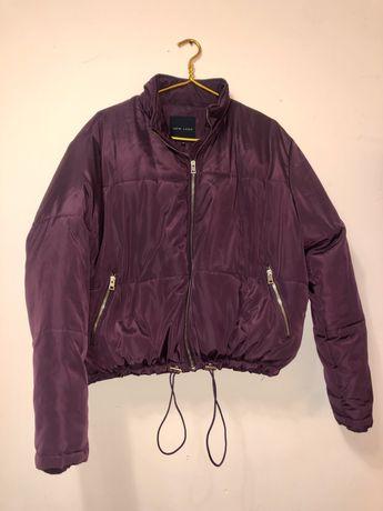 Укороченная куртка бордового цвета