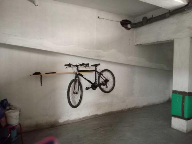 Garagem fechada (Caxinas)
