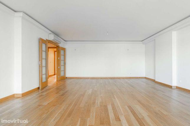 Apartamento T3 para arrendamento sem móveis em Alfragide, Lisboa