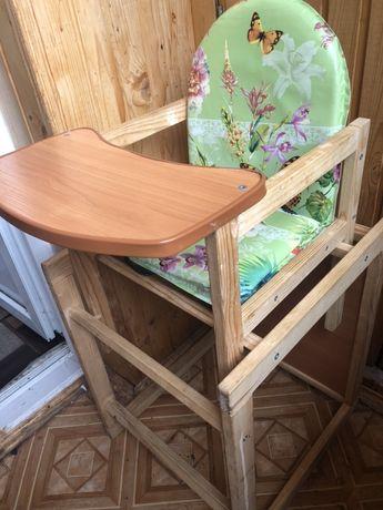 Годувальний столик