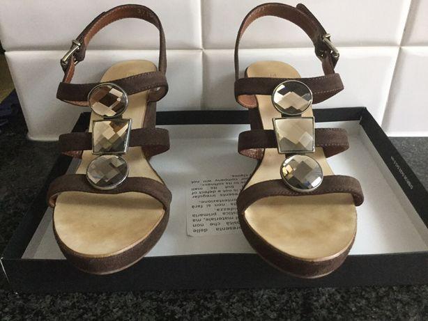 Sandálias de senhora com Cunha